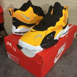 Nike Air Max Speed Turf Yellow Gold White Black